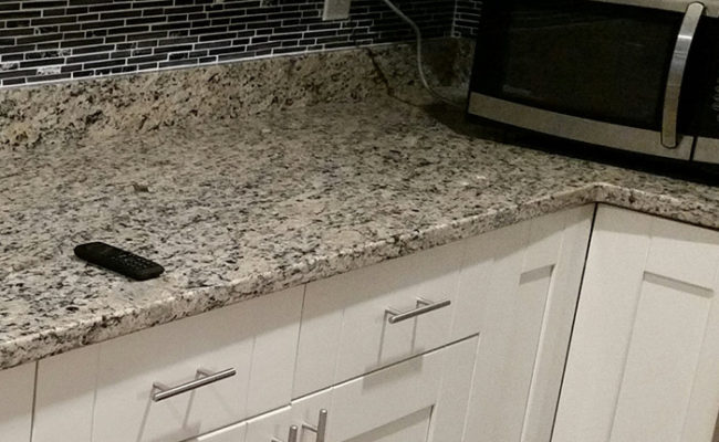 white-shaker-cabinets-santa-cecilia-light-granite-2