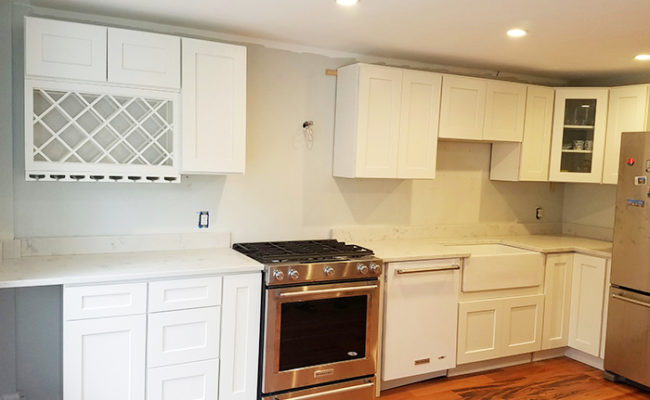 white-shaker-cabinets-and-carrara-grigio-quartz-4