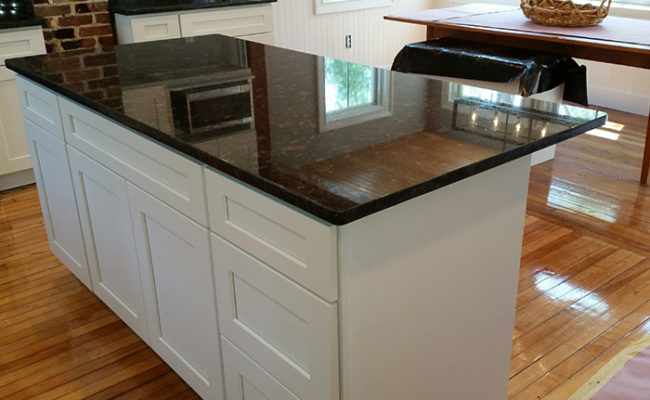 white-shaker-cabinets-and-steel-gray-granite-3