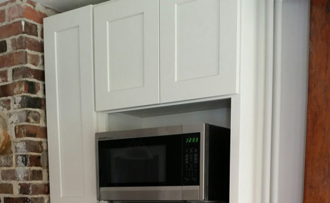 white-shaker-cabinets-and-steel-gray-granite-7